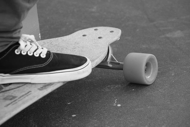 Paris Askate Skateboarding event invites Autistic children to try a new sport