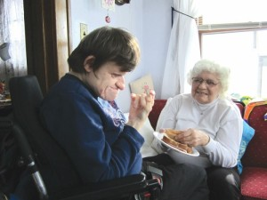 Jeanne Keenan helps her daughter Vera Wilson eat lunch. (Kaitlyn Roby/Review)